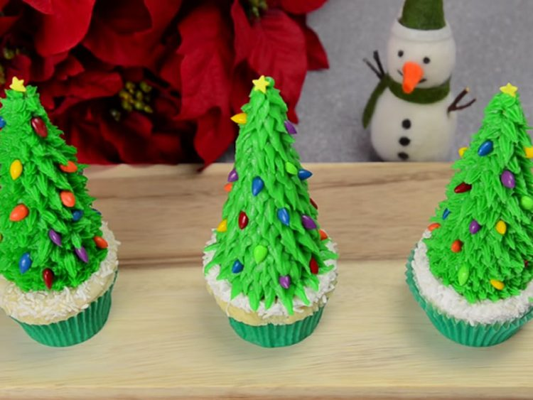 Новогодишни елки-пуслици за десерт – Рецепт кој ќе го зачувате за овој период од годината