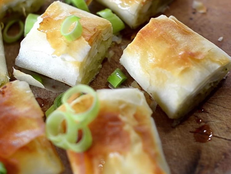 НЕОДОЛИВО ВКУСНА: Посна пита со ориз и праз (ВИДЕО)