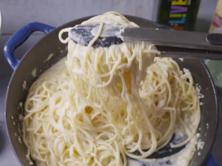 Кога се готви по овој рецепт нема утка: Најкремави шпагети лесни за подготовка
