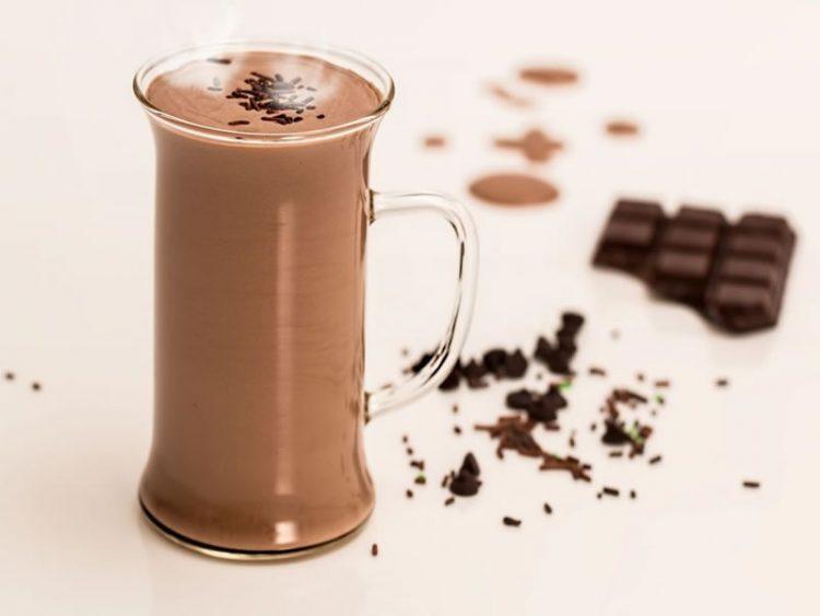 Топло чоколадо со цимет и ѓумбир