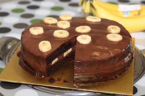 НЕМА ПЕЧЕЊЕ, ГОТОВА ЗА 15 МИНУТИ: Торта со крем банани