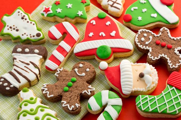 НЕКА БЛЕСНЕ ТРПЕЗАТА: Брзи и крцкави божикни колачиња