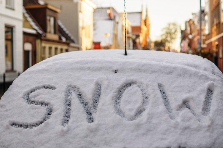 Не сте го исчистиле автомобилот откако падна снег? Еве што да направите (ВИДЕО)
