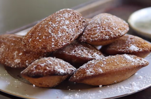 ВИДЕО ДЕСЕРТ: Едноставни колачиња за зимата – одлични за со чај