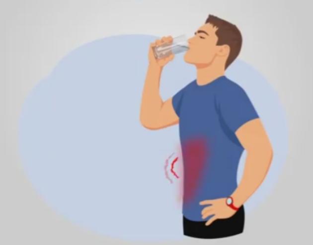 ВИДЕО: Изгледате вака додека пиете вода? – тогаш го правите тоа погрешно
