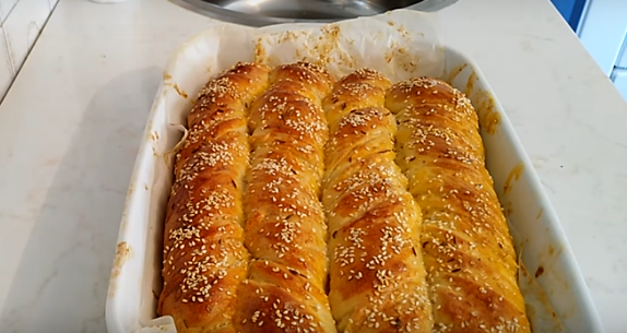 Кујната ќе замириса: Меки полнети ролнички од тесто