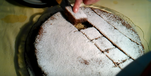 ВИДЕО: Бабина торта со јаболка и ореви