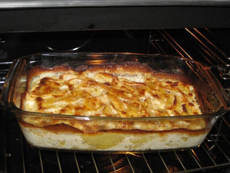 Ловечка пита: Неодолива комбинација од мелено месо и запечено пире од компири