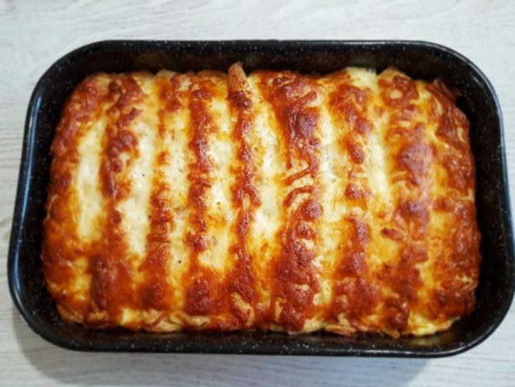 Рецепт на денот: Палачинки со месо во бел сос, тече кашкавал и крчка