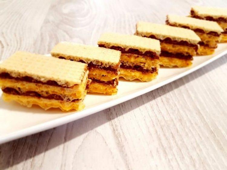 Слатко задоволство: Обланди со црно и бело чоколадо со бисквити и ореви