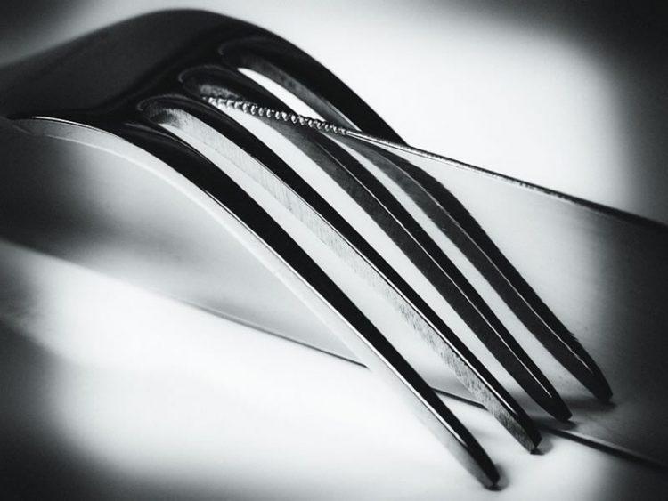 Светнете го сребрениот прибор за јадење – Ви треба фолија и една намирница