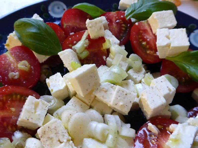 Вкусна салата со туна и фета – Нешто посебно за трпезата
