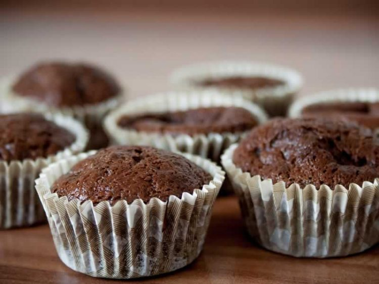 Мафини со кокос и чоколадо – десерт од кој ќе замириса домот, брз и евтин
