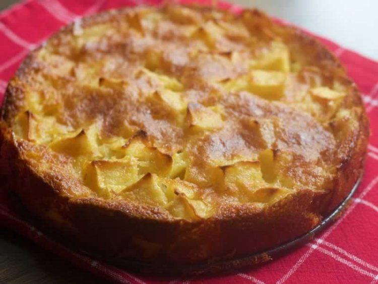 Полесно и повкусно не може: Направете го овој колач од јаболка – воздушест и мек како пена