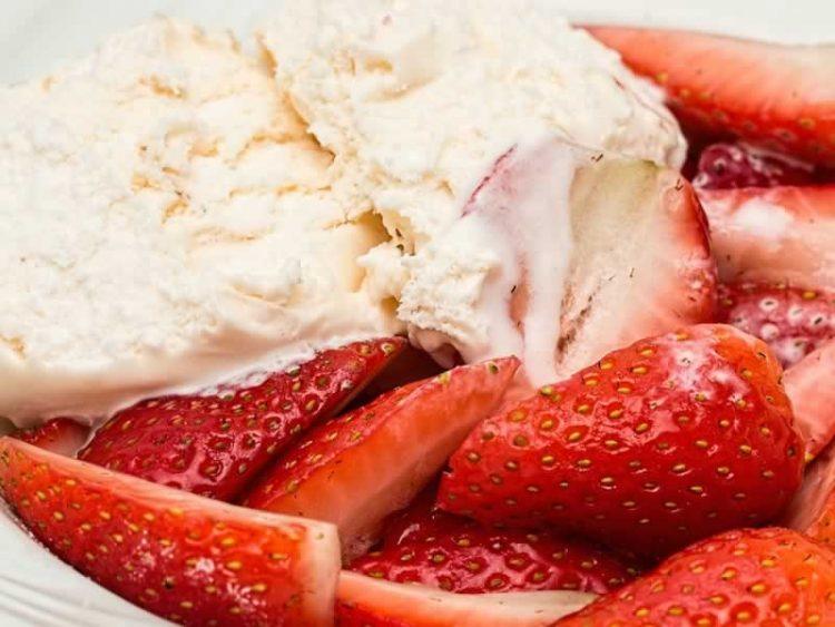 Овошна палачинка со јагоди: Толку сочна што се топи во уста
