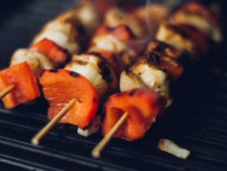 Ражничи од пилешко маринирано месо