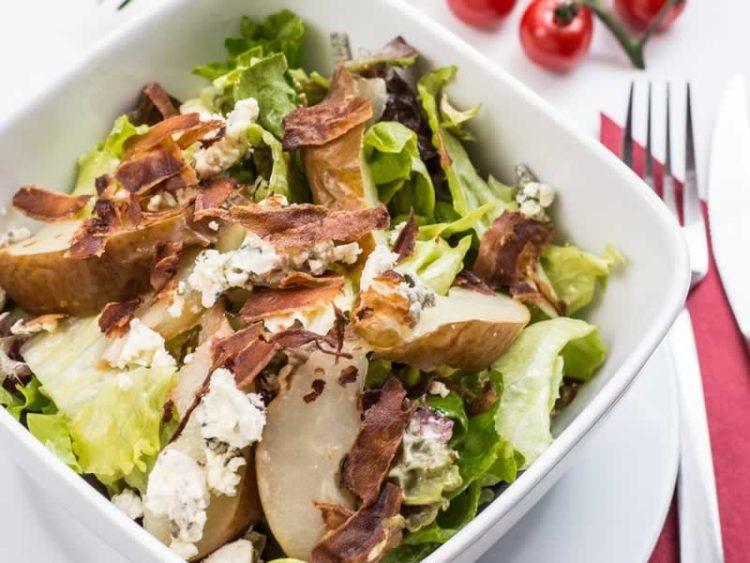 Лесен и освежувачки оброк: Пилешка салата со лимон