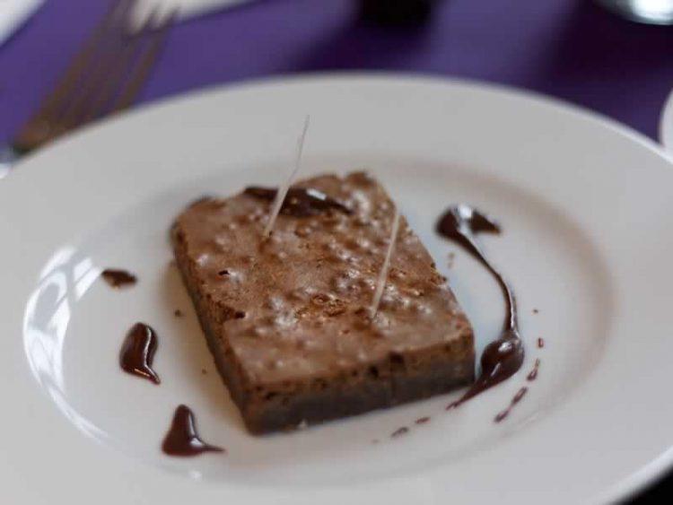 Не може да е побрзо од ова: Едноставен, а вкусен чоколаден колач
