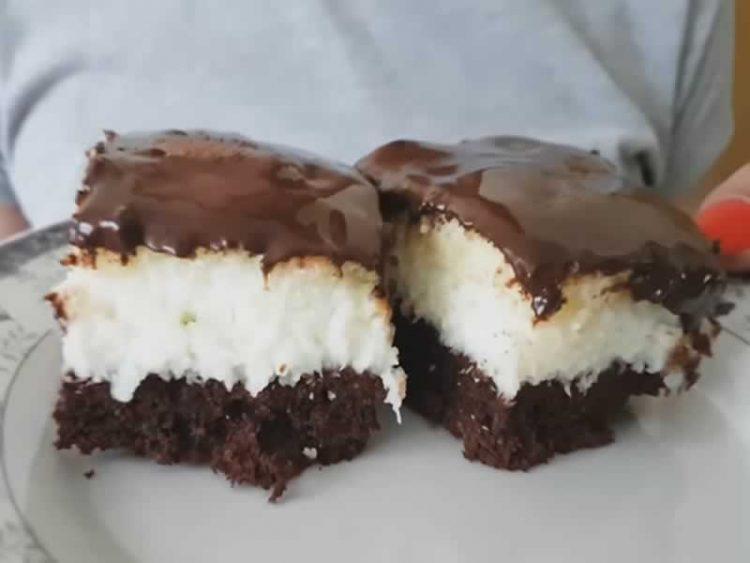 Кокос колач од само 4 состо�ки – тече чоколадо врз него