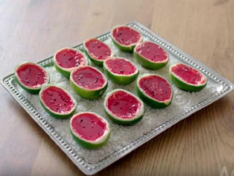 ЛУБЕНИЦА ШОТОВИ: Хит коктел десерт за најдобра летна журка (ВИДЕО)