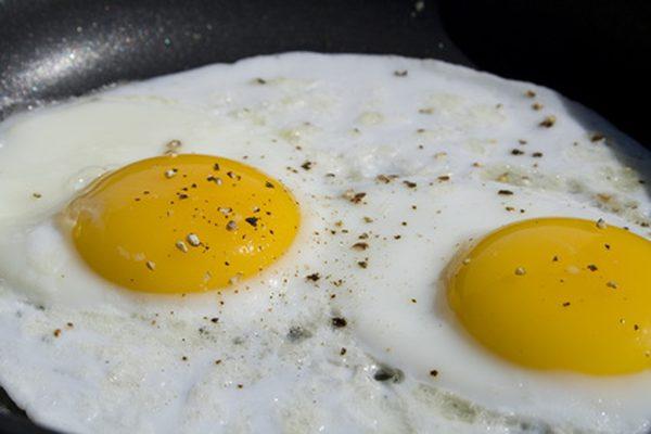 Сакате совршено пржени јајца? – додајте го ова, звучи чудно но е неверојатно