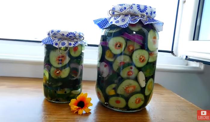 Сите ќе бараат рецепт за оваа зимница: Лути полнети краставици