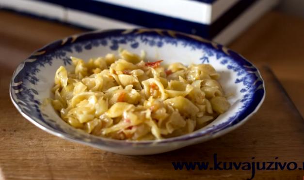 Посебен рецепт, повкусно од подварок: Зелка со тестенини