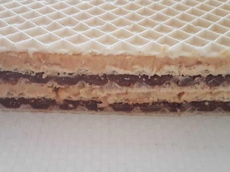 Брз десерт за секоја пригода: Обланди со чоколадо и бисквити