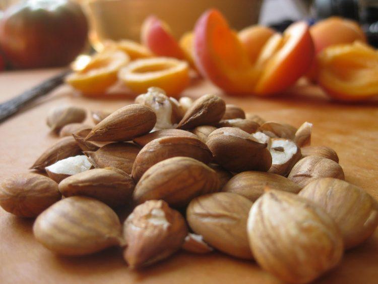 Толку ситни а толку здрави – јадете семки од кајсија