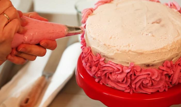 Омбре декорација на десерт – нема да верувате, изгледа како да е на излог