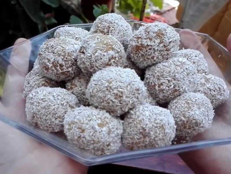 Баунти бомбици од три состојки – совршен вкус на кокос и чоколадо