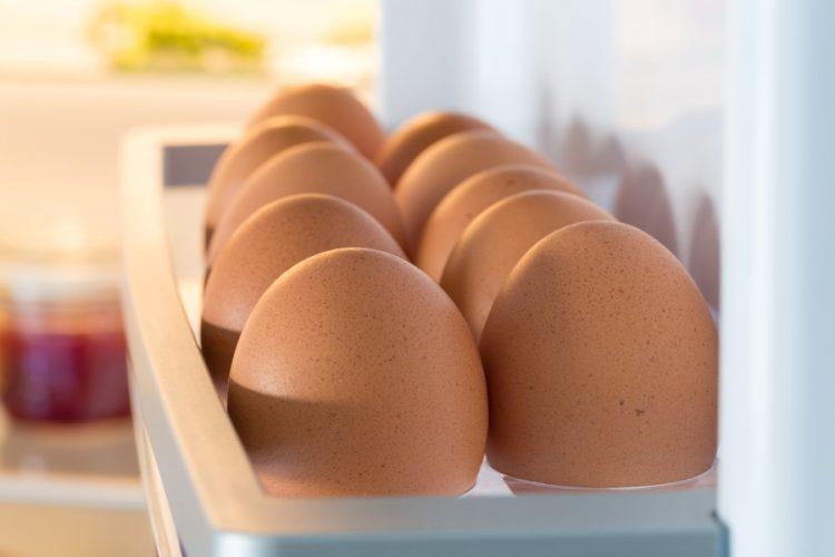 Ги чувате јајцата на вратата од фрижидерот – голема грешка