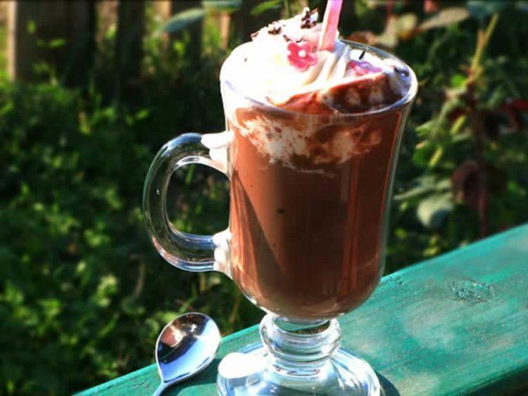 Топло чоколадо: Наједноставно и највкусно на свет