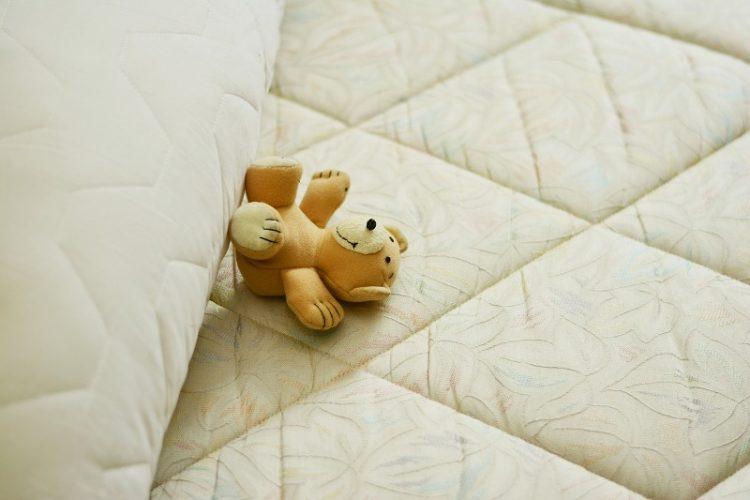 Избелете ги навлаките за перниците за секунда – Има еден евтин трик
