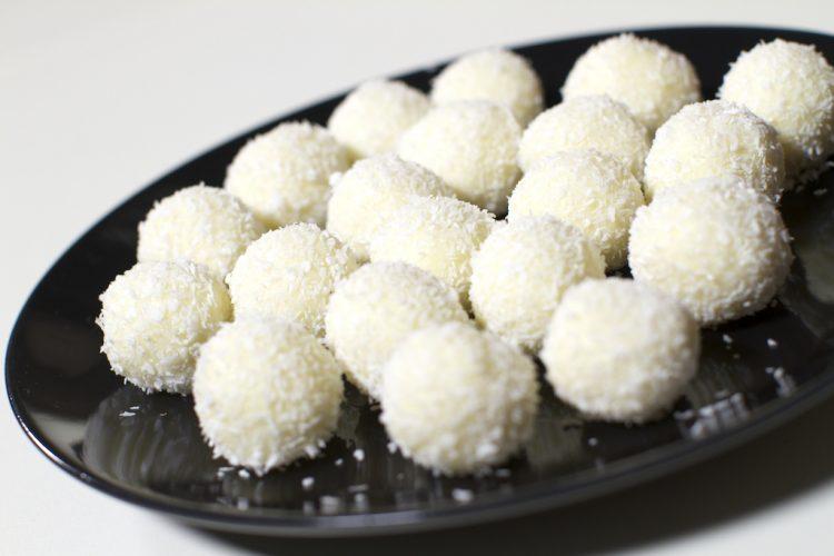 Посни кокос бомбици за Митровден