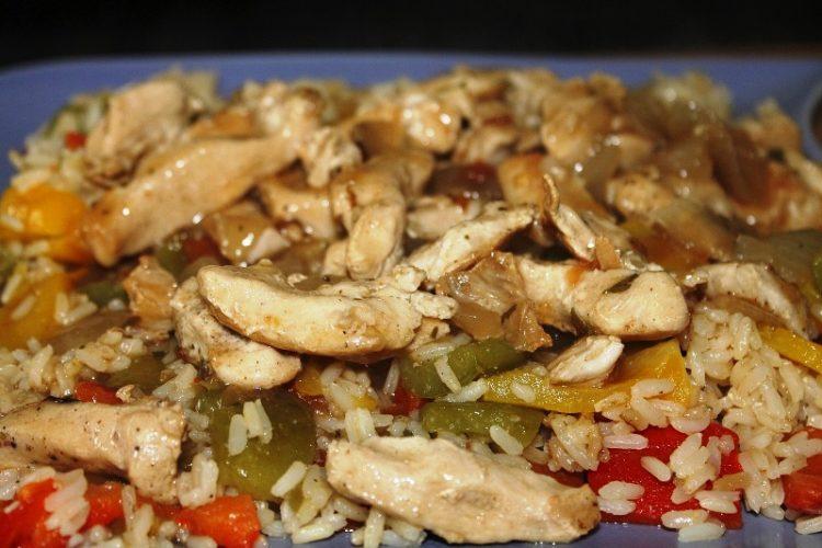 Чили пилешко во вок тава со ароматичен сос