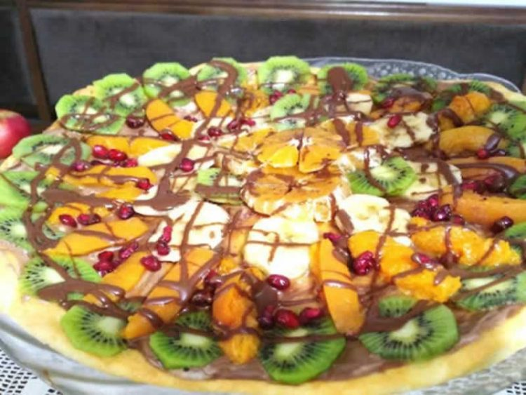 Слатка овошна пица: Вкусен десерт, готов за миг!