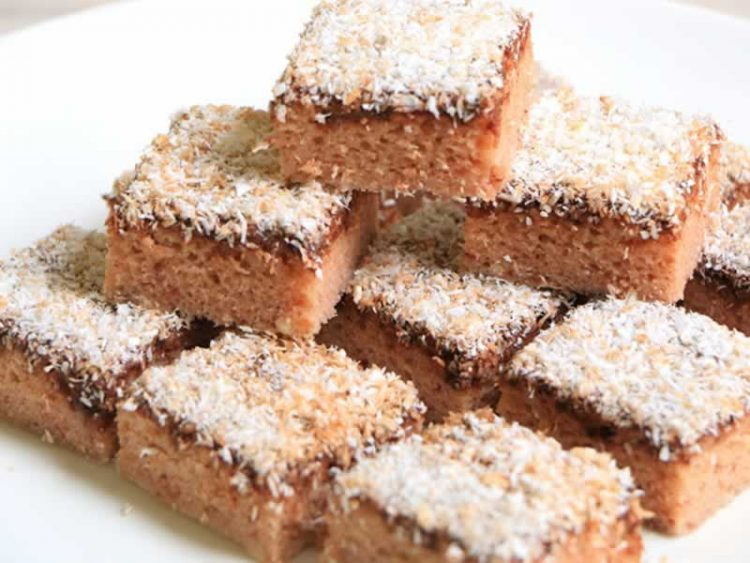 Повкусно од парена торта: Евтин колач со шербет и кокос