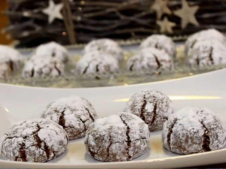 Распукнати колачиња полнети со сочно чоколадо (Видео)