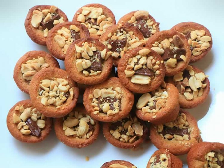 Неодоливи колачи со кикирики и мед