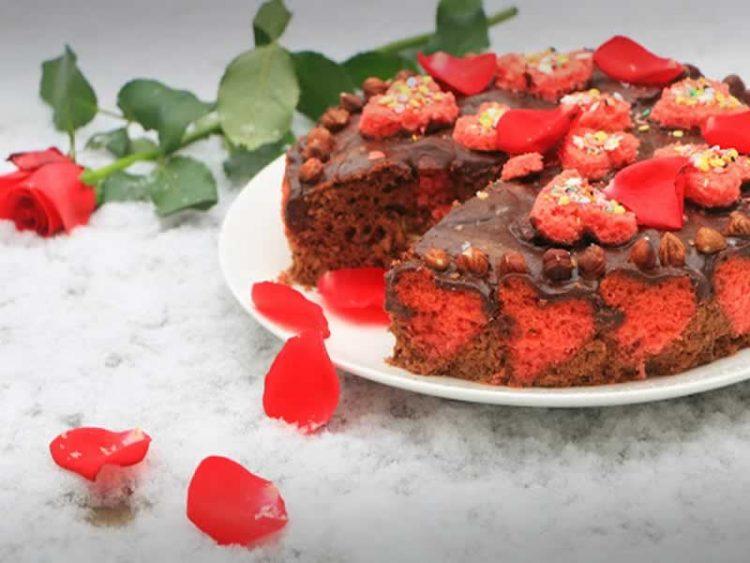Колач со чоколадо и лешници за денот на вљубените (Видео)