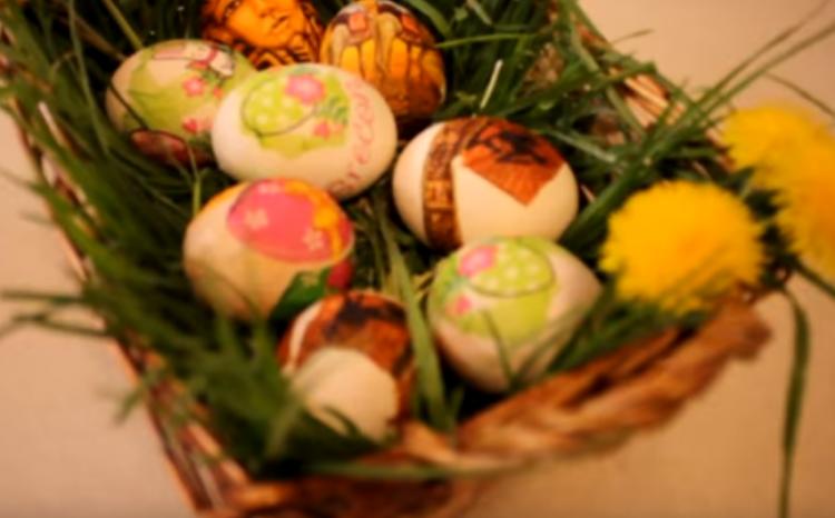 Видео: Земете салфети и офарбајте велигденски јајца – Радост за децата