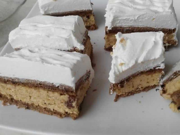 Кремаст колач со бисквити: Неодолив десерт за сите љубители на слатки (Видео)