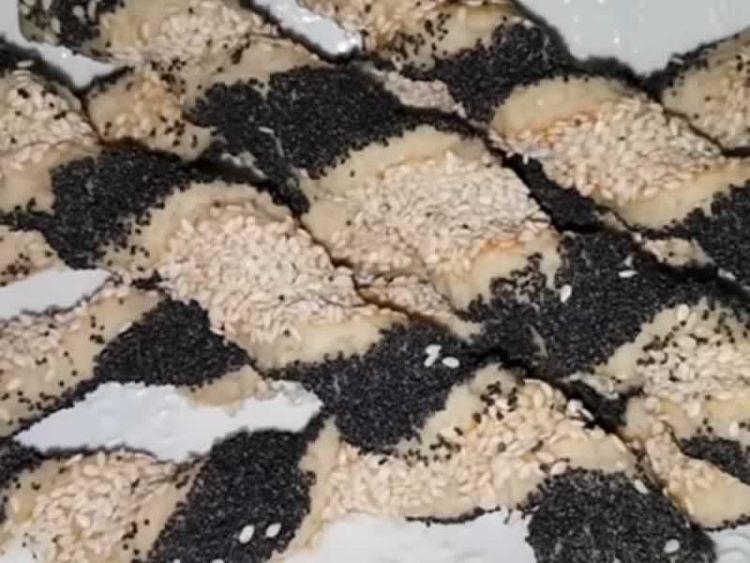 Солени стапчиња со мак и сусам (Видео)