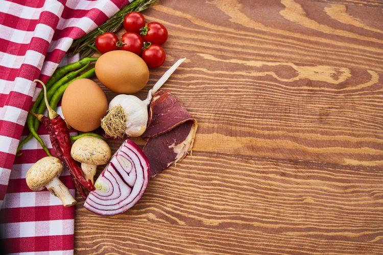 Необична салата со пршута – повкусна од сите салати