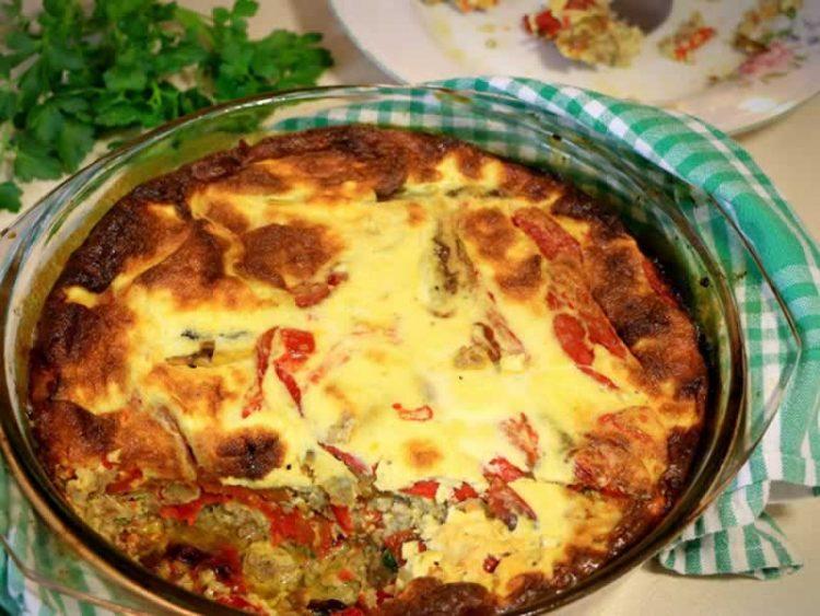 Миш-маш од рерна: Фантастично јадење залиено со сос од јајца и кисело млеко