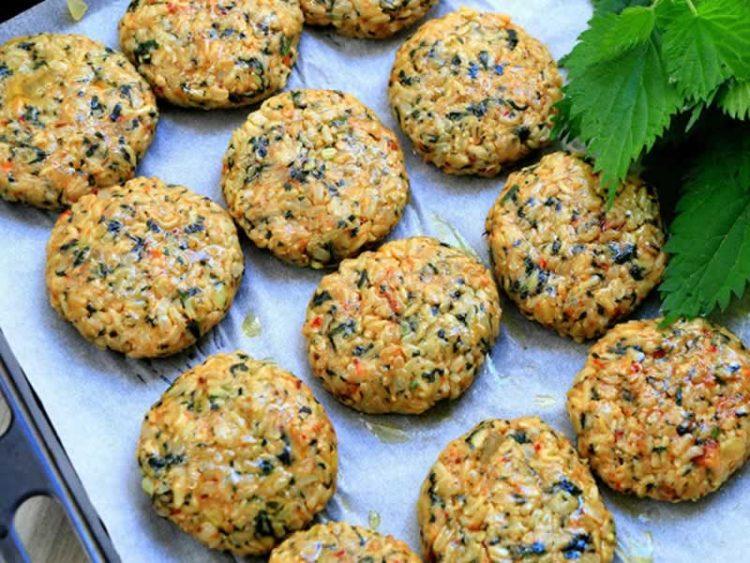 Плескавици од коприви и ориз: Здраво, вкусно и евтино јадење