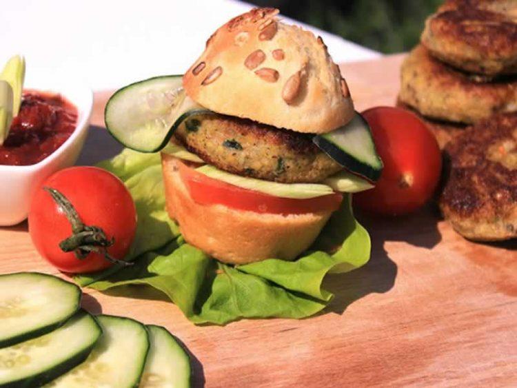 Плескавици од зеленчук – толку вкусни немате пробано (Видео)