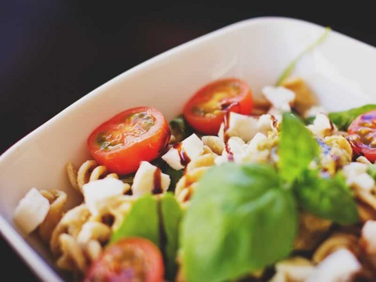 Грчка салата со макарони