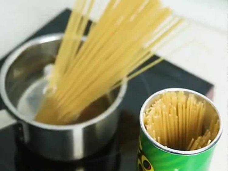 Трикови во кујна кои ќе ви го олеснат животот (Видео)